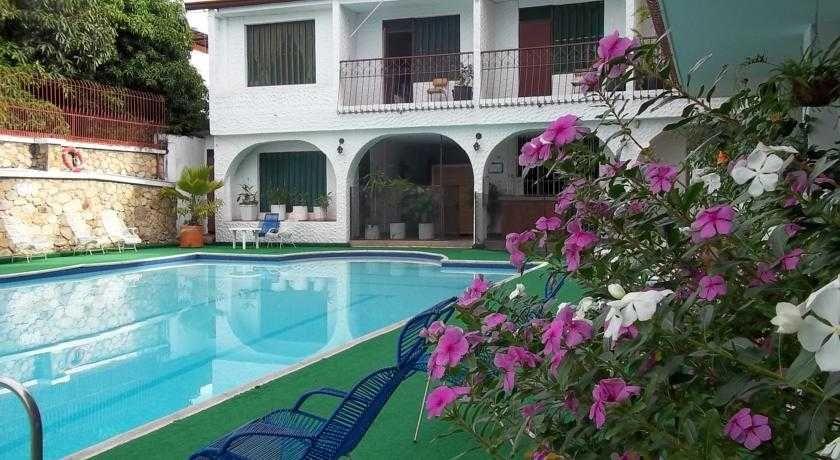 Hotel Piscina Los Helechos
